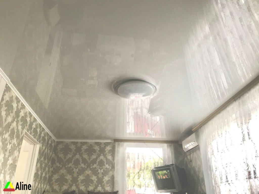 Натяжные потолки серый глянец