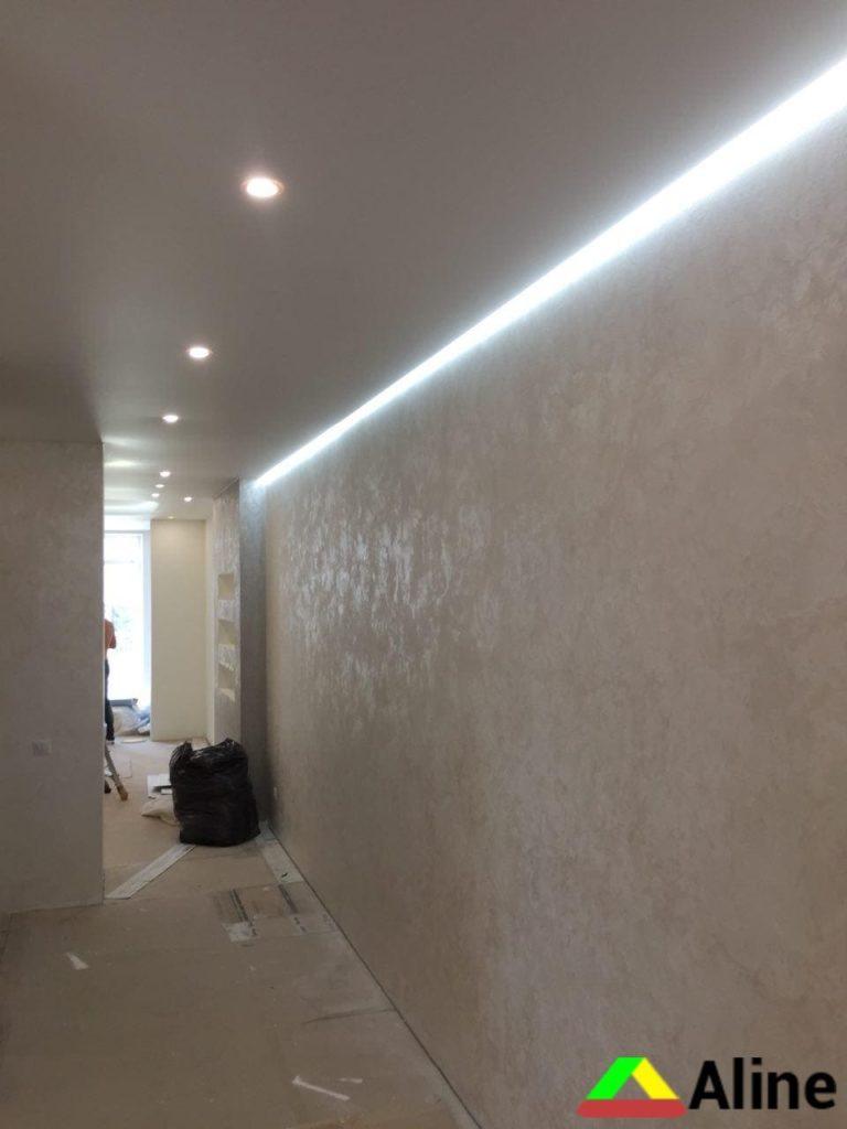 матовый натяжной потолок со светильниками