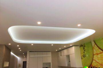 Натяжные потолки на кухне с LED подстветкой