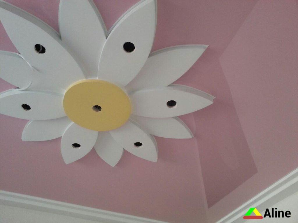 Розовый натяжной потолок для девочки