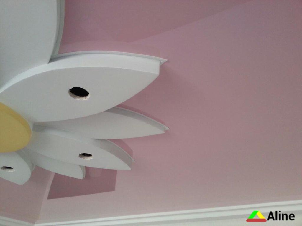 Натяжной потолок в форме цветка