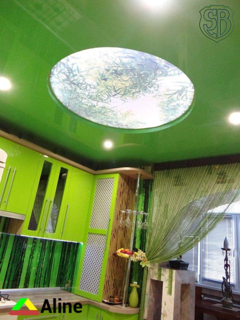Зелёные натяжные потолки на кухне
