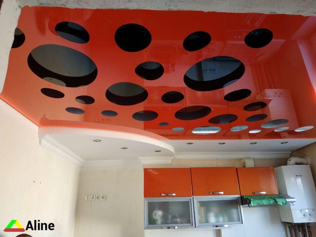 резные натяжные потолки в кухне