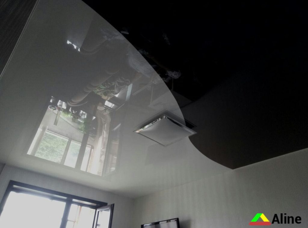 черный и белый глянцевый натяжной потолок спайка
